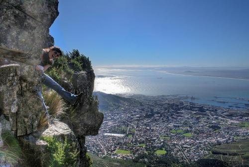 Gabriele Von Durckheim does the Step-around on the Left Face, Table Mountain.